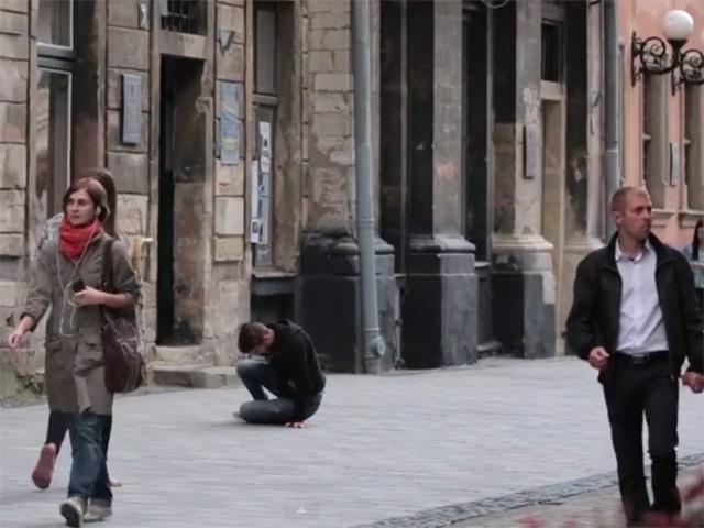Соціальний есперимент «Людині погано» повторили на вулицях Львова
