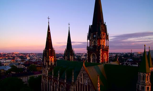 Подивіться нЦерква святих Ольги і Єлизаветиа Церкву Ольги і Єлизавети - найвища споруду Львова зверху