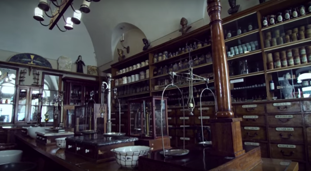 Аптека-музей «Під чорним орлом» - найдавніша з існуючих у Львові аптек
