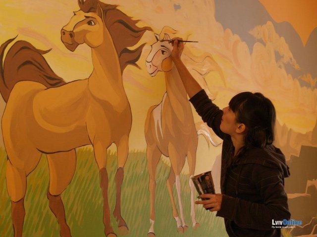 Як розмальовували стіни ОХМАТДИТу