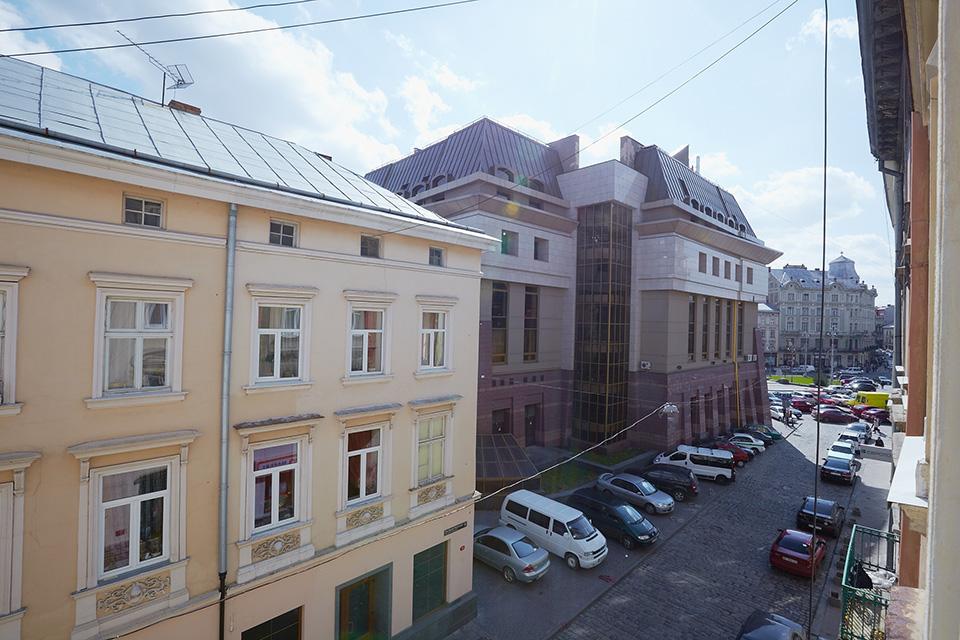 Апартаменти на вулиці Братів Рогатинців, 7