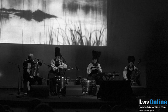 Фото з концерту «ДахаБраха»: музика до фільму Довженка «Земля»