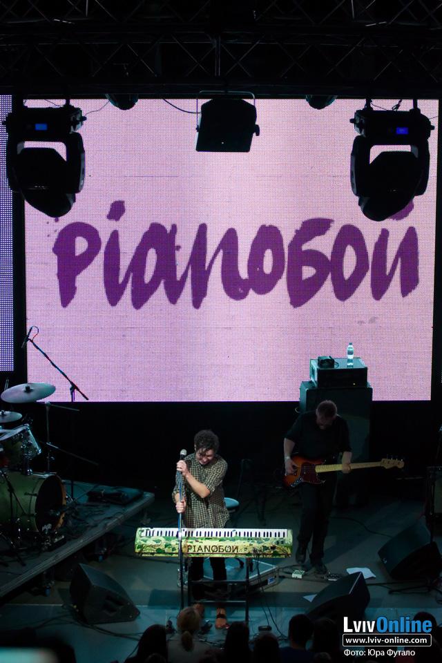 Фото з концерту Pianoбой у Львові