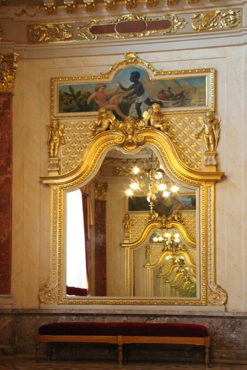 Дзеркальна зала Львівської опери