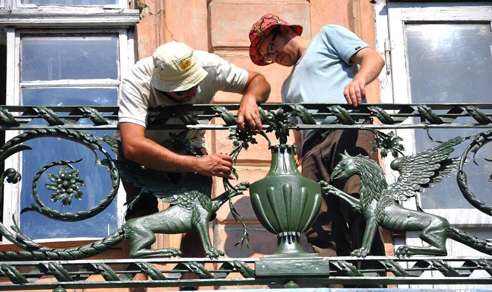 У Львові відновили металевих грифонів за історичними технологіями