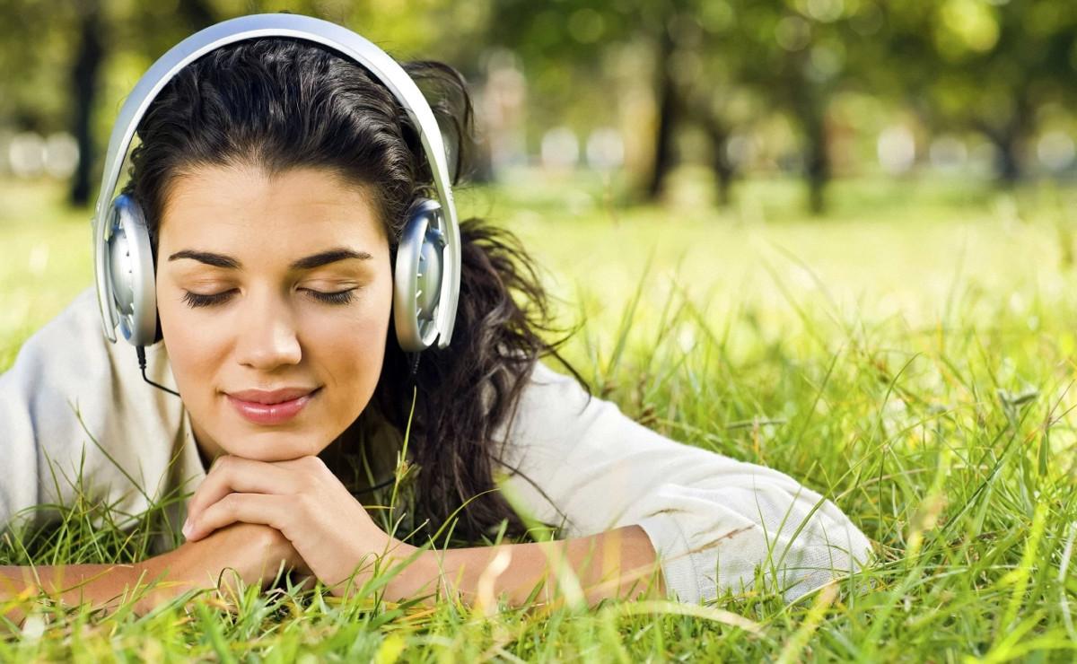 Тільки для навушників: 5 треків, які зможуть підняти вам настрій