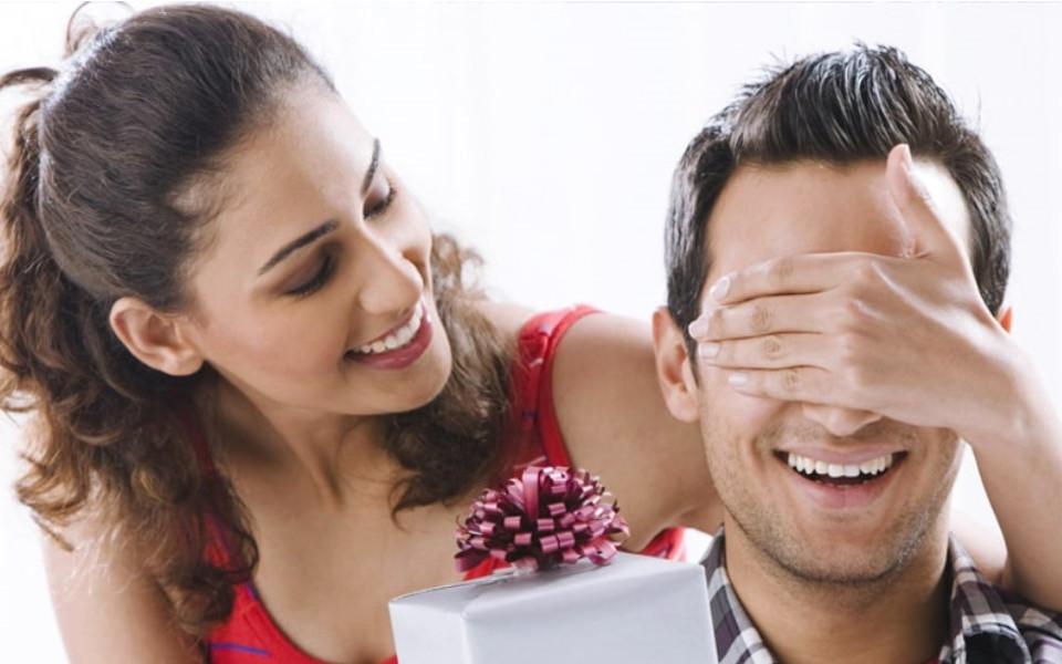 Який подарунок на день народження точно здивує коханого?